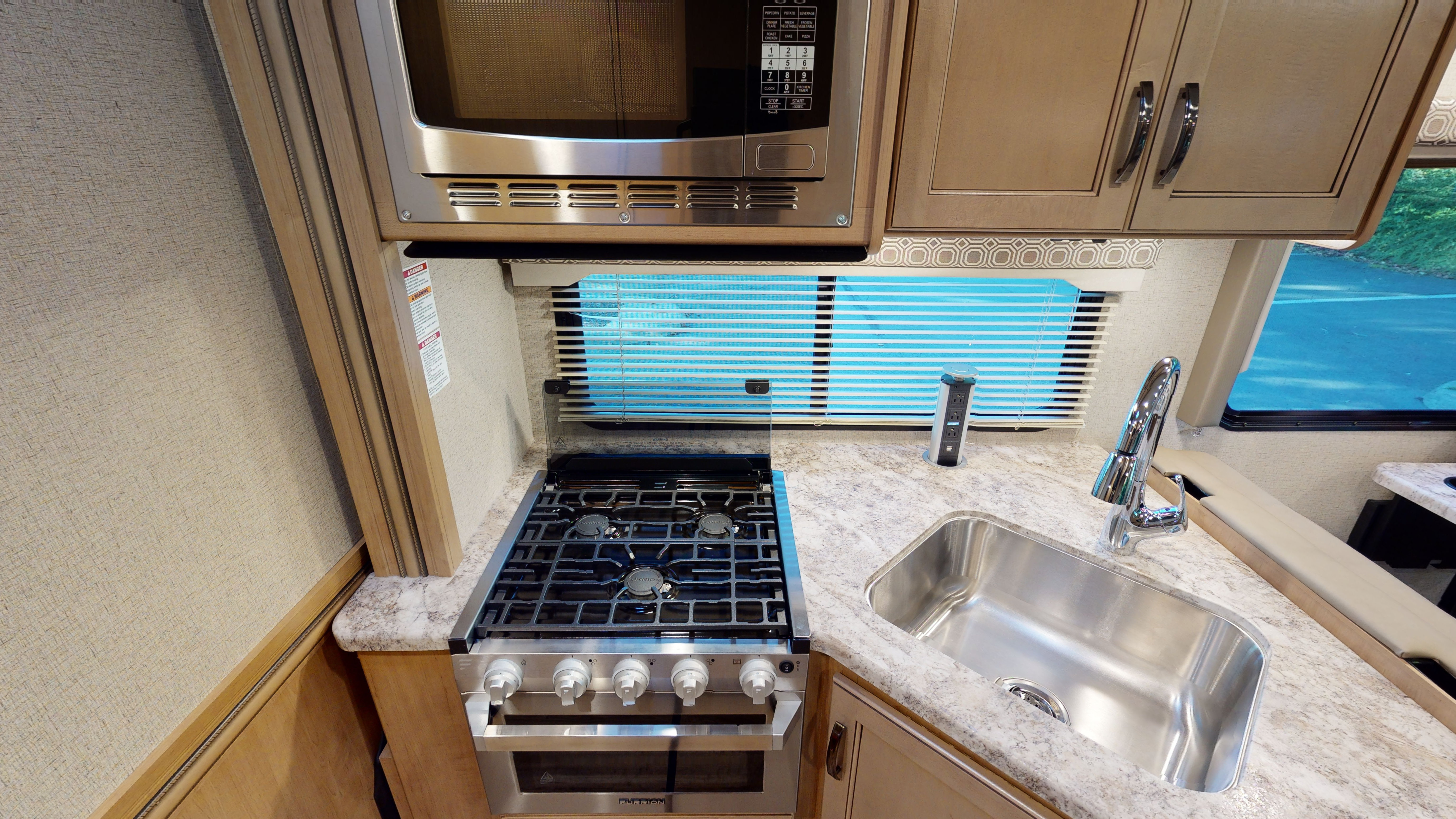 C X-Large Motorhome Kitchen