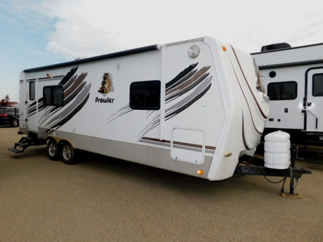 PROWLER 230RK EXTERIOR ENTRY SIDE