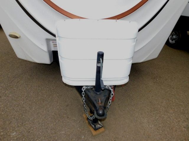 PROWLER 230RK MANUAL JACK and PROPANE COVER