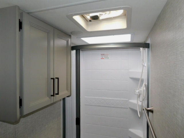 QUANTUM LC27 SHOWER with SKYLIGHT