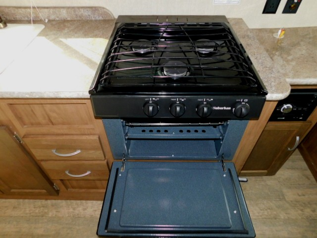 3 STOVE TOP/OVEN