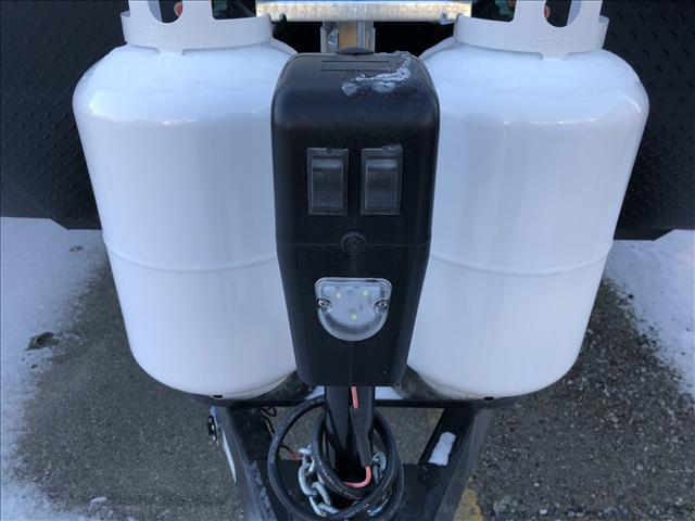 30lb propane tanks and front electric jack