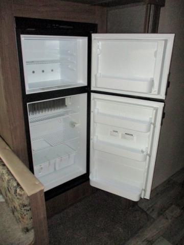 2019 Keystone HIDEOUT 24LHSWE For Sale In Leduc Fridge