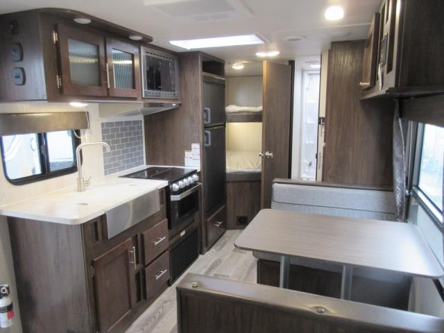 2019 FOREST RIVER GREY WOLF 22BH