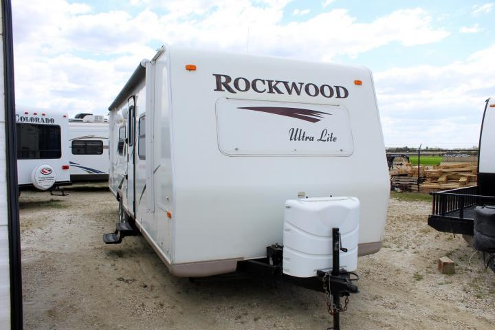 2010 FOREST RIVER IN ROCKWOOD 2701SS