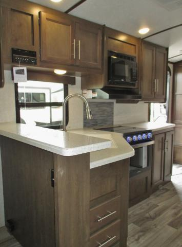 KITCHEN 2019 COUGAR 22RBSWE