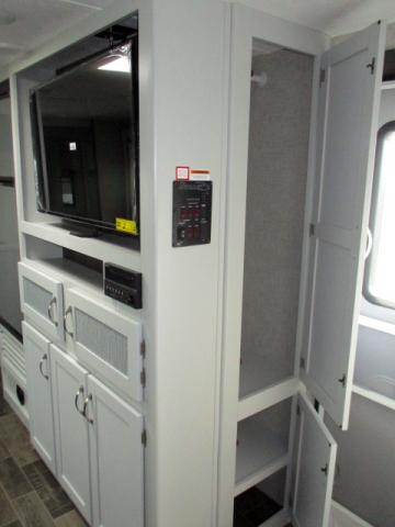 2019 Keystone BULLET 261RBSWE For Sale In Leduc Entry Closet