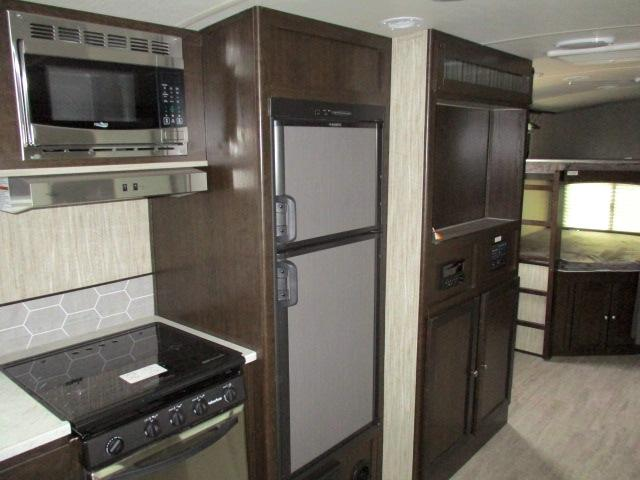 2019 Cruiser RV SHADOW 277BHS For Sale In Leduc Kitchen