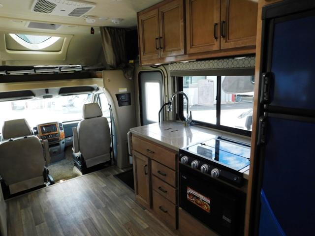 2019 Thor Motor Coach QUANTUM KM24*18 For Sale In Leduc Kitchen