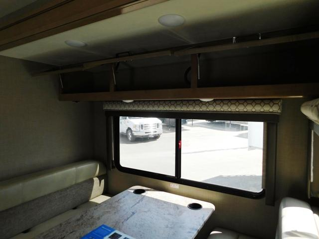 2019 Thor Motor Coach QUANTUM KM24*18 For Sale In Leduc Dinette