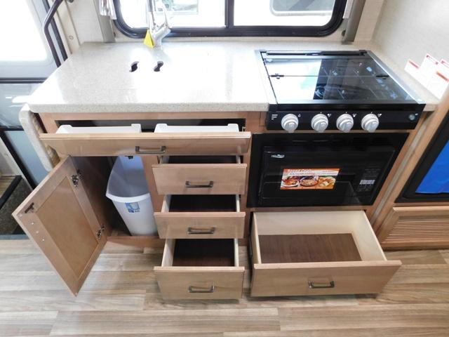 2019 Thor Motor Coach QUANTUM KM24*18 For Sale In Leduc Kitchen Storage