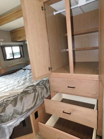 2019 Thor Motor Coach QUANTUM KM24*18 For Sale In Leduc Closet Space